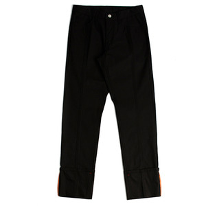 LOW CUTTING CAPRI PANTS_BLACK