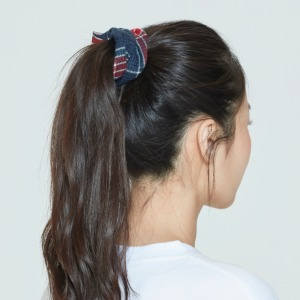 CEREMONY TAPE CHECK SCRUNCHIE_NAVY